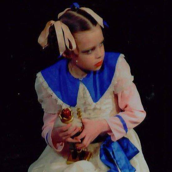 Errin Godwin Whalley de pequeña, en una obra de ballet (Foto: Errin Godwin Whalley)