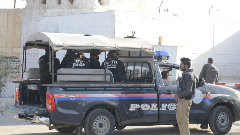 لورلایي: د طالبانو برید کې نهه پولیس وژل شوي