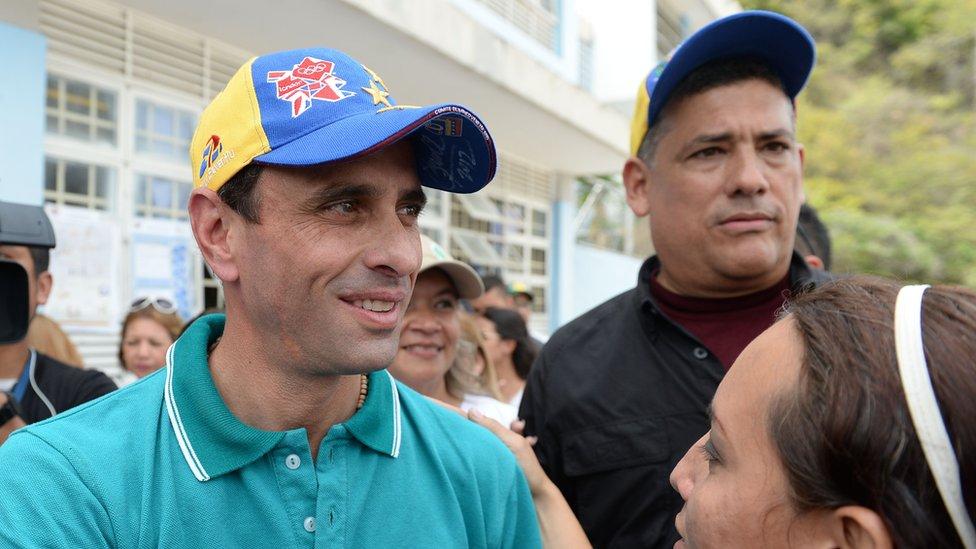 Capriles junto a sus seguidores