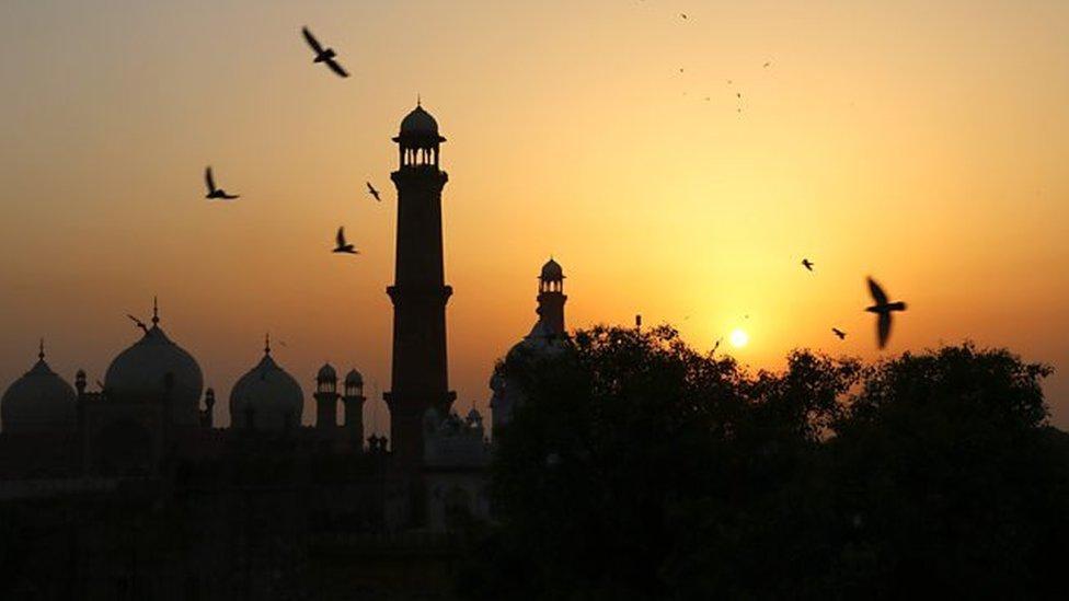 मस्जिद से चोरी की, बोला उसके और अल्लाह के बीच की बात