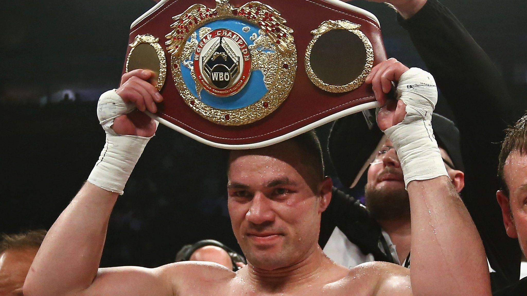 Joseph Parker beats Hughie Fury on points to retain WBO heavyweight title