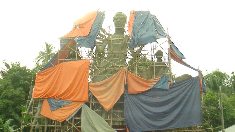 নোয়াখালীতে গড়ে তোলা হচ্ছে বাংলাদেশের সবচেয়ে উচু দুর্গা প্রতিমা