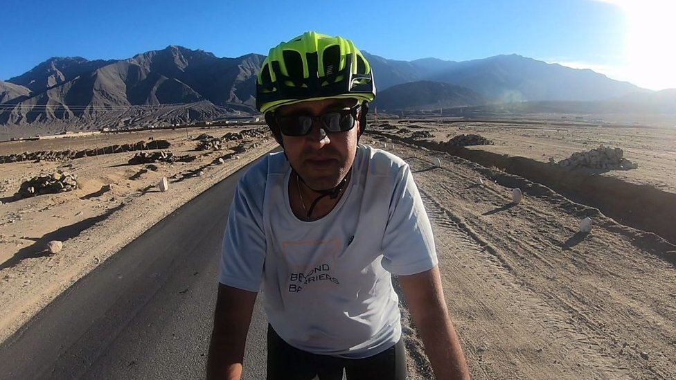 The blind Indian cyclist conquering the Himalayas | BBC