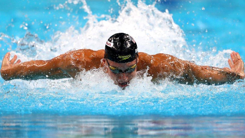 A diferencia de Phelps, quien logró cinco títulos individuales en 2007, cuatro de las medallas de oro de Dressel fueron en las pruebas de relevo.