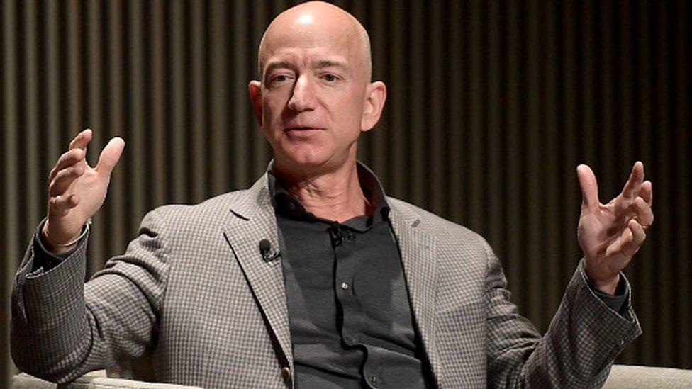 Des textos romantiques du PDG d'Amazon acquis à 200.000 dollars
