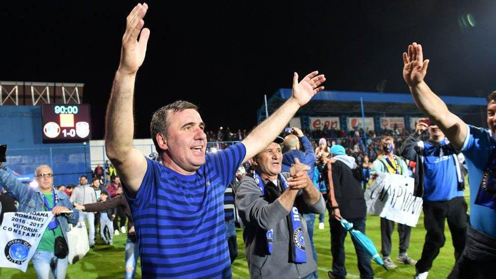 Hagi celebra una victoria del Viitorul.
