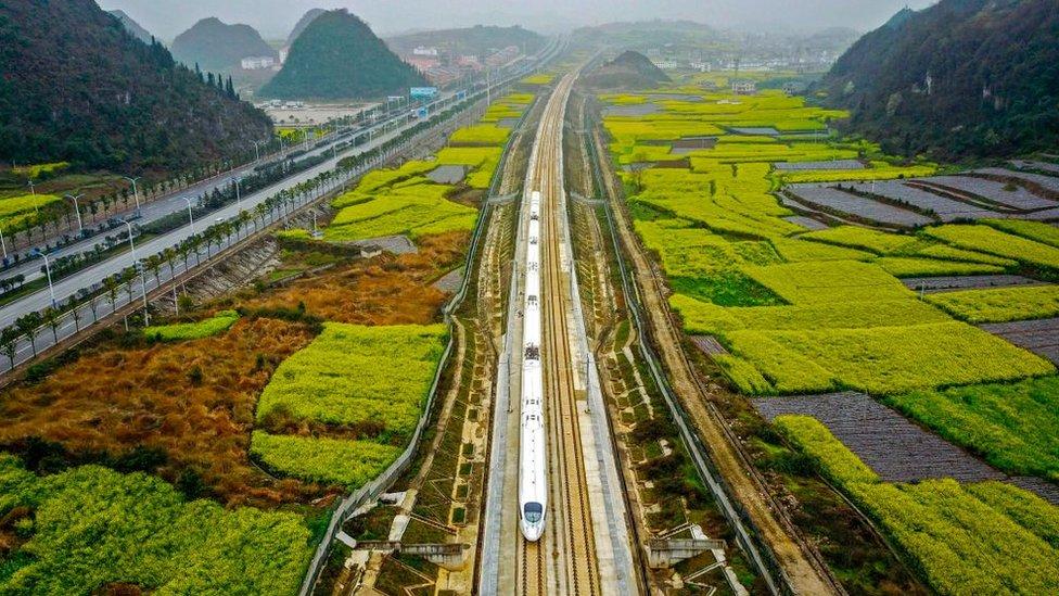 La antigua Ruta de la Seda unió comercial y culturalmente a Oriente y Occidente hace 2.000 años. China la quiere revivir con su nuevo proyecto.
