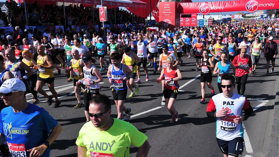 London Marathon: Race to take place in 'record-breaking heat' | BBC