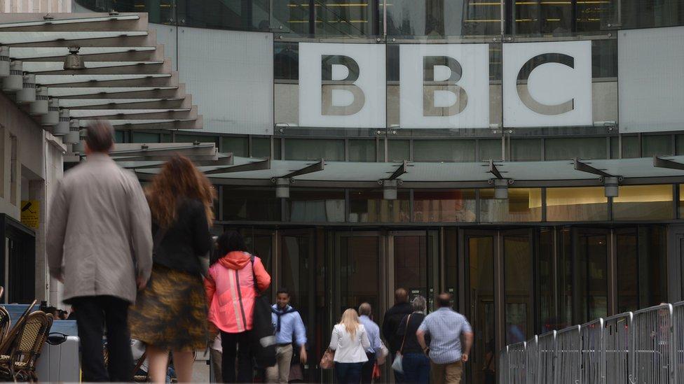 La BBC asegura que la situación en la corporación es mucho mejor que en otras organizaciones y que está comprometida con cerrar la brecha de salarios.