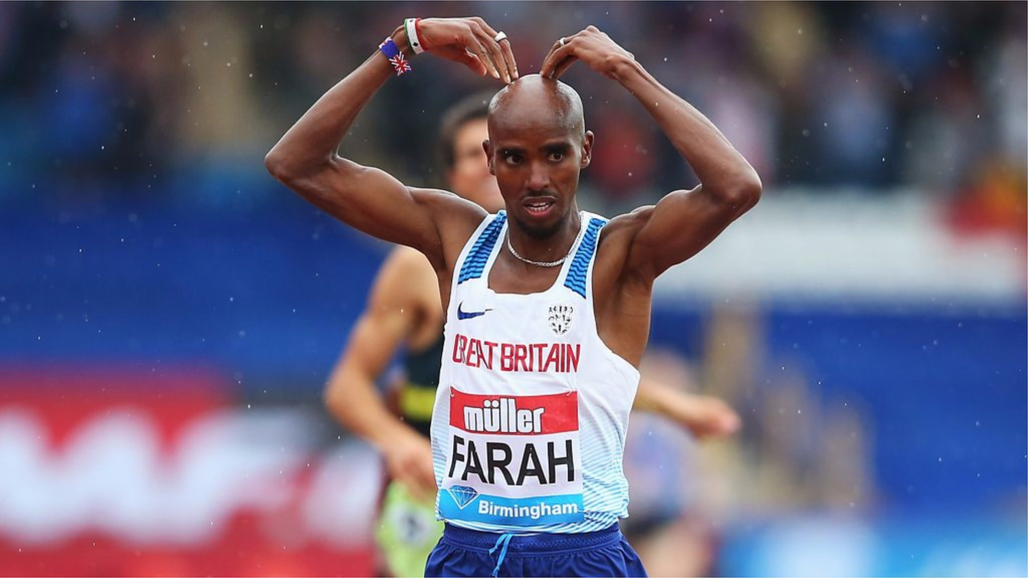 Watch: Mo Farah wins final British track race