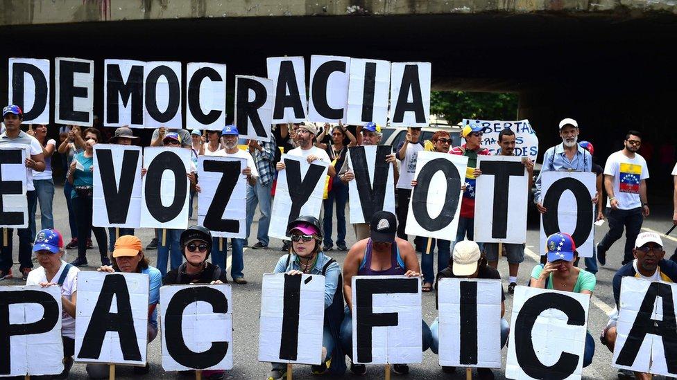 ناشطون معارضون في كاراكاس