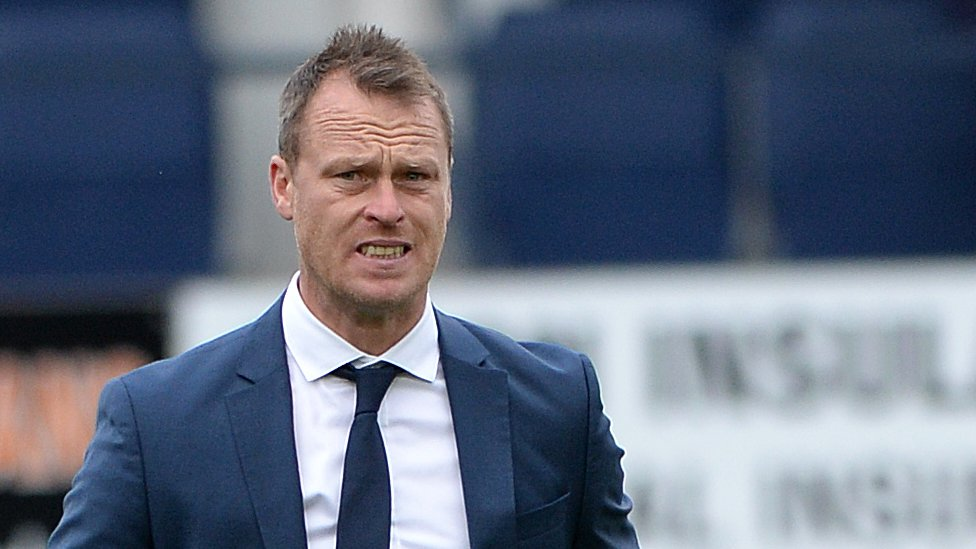 Newport manager Flynn signs contract extension