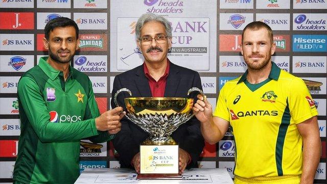 پاکستان بمقابلہ آسٹریلیا: متحدہ عرب امارات کے میدان پر پاکستان اور آسٹریلیا کا آمنا سامنا، ٹاکرا کون جیتے گا؟