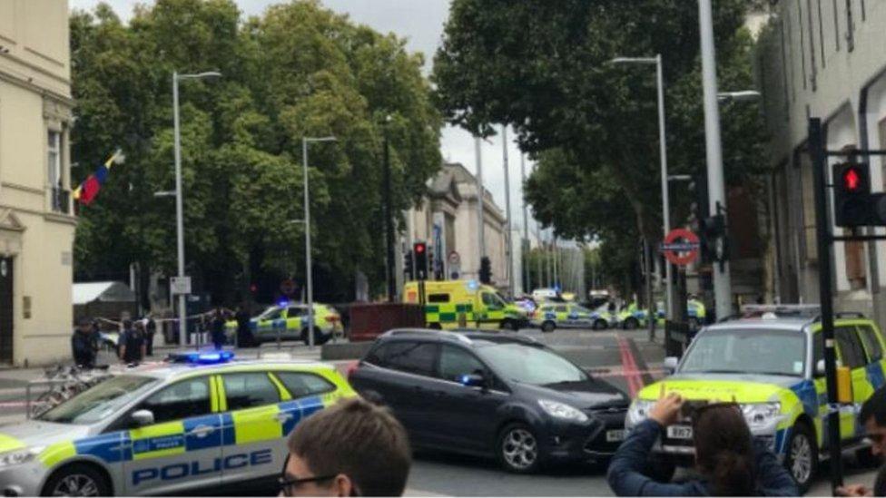 У центрі Лондона авто виїхало на тротуар: є постраждалі