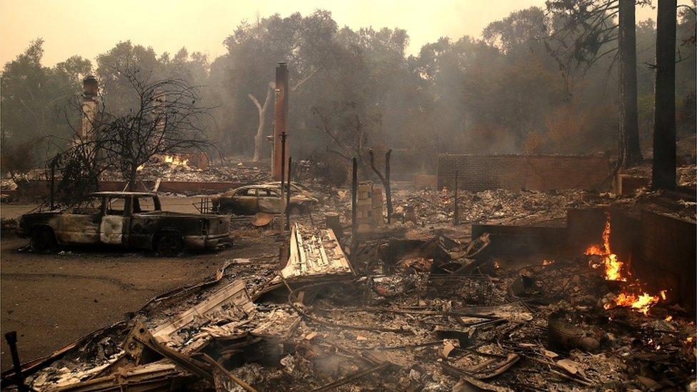 مئات المنازل احترقت في الحرائق