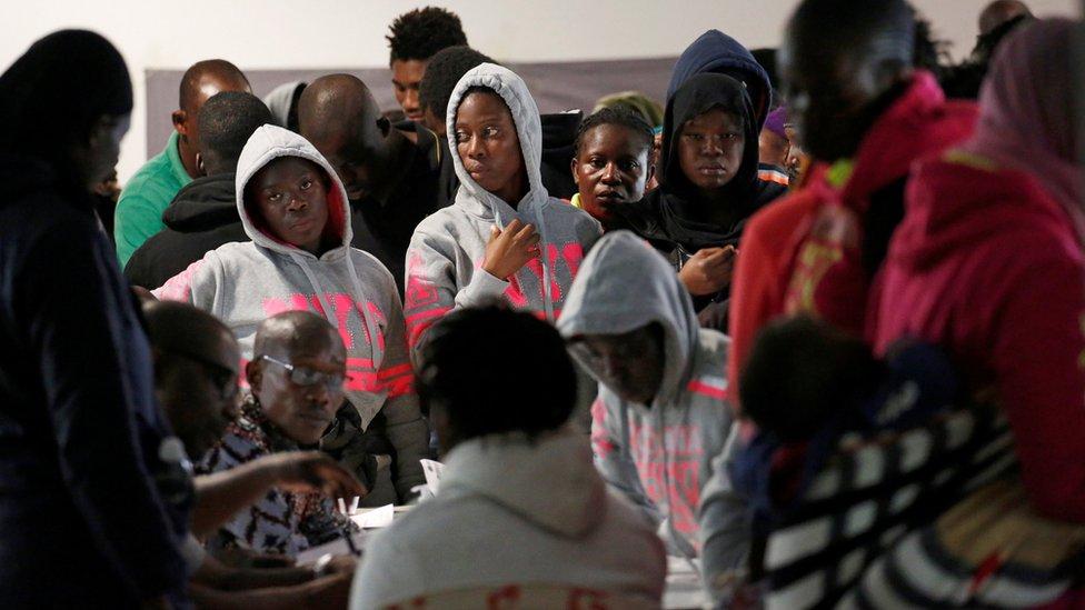 """فرنسا تدعو مجلس الأمن لبحث """"بيع المهاجرين الأفارقة كعبيد"""" في ليبيا"""
