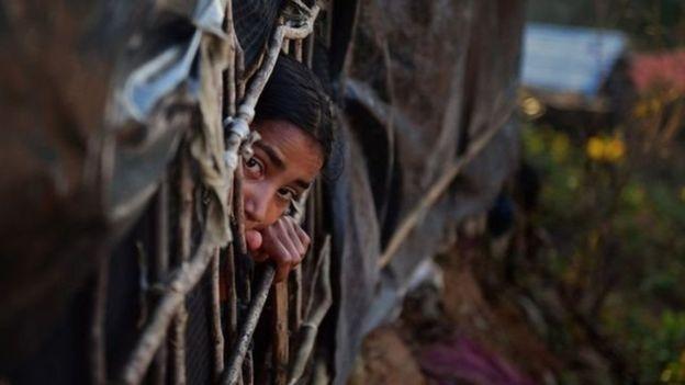 مئات الآلاف من النازحين من الروهينجا يقيمون في مخيمات اللاجئين في بنغلادش