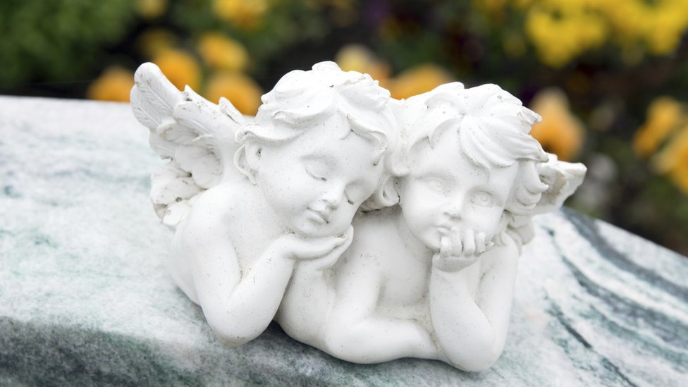 Cherubs on gravestone