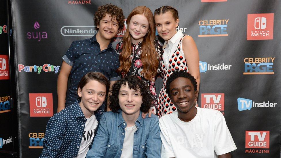 A los cinco niños protagonistas de la primera temporada de Stranger Things se les une la pelirroja Sadie Sink.