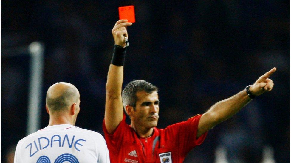 Судью на мыло! А вы разбираетесь в правилах футбола?