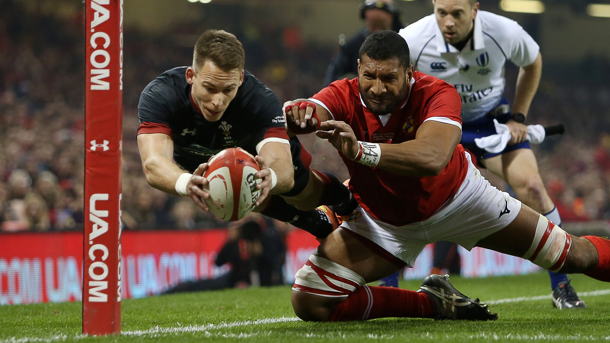 Williams 'fights back tears' on 50th Wales cap