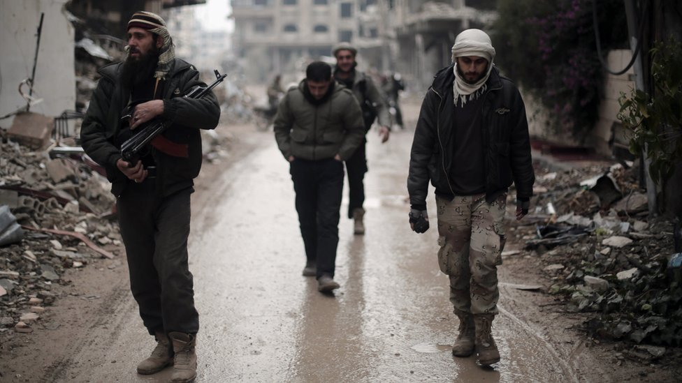 Fighters from the Jaish al-Islam rebel group patrol the front line in Jobar, on the eastern edge of the Syrian capital Damascus (4 January 2016)