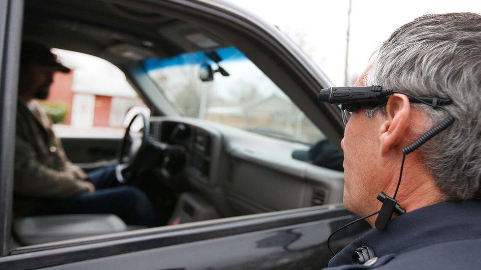 Policía con cámara