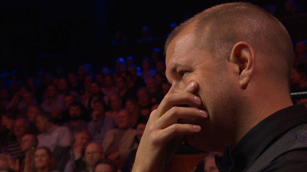 World Snooker: John Higgins' 'amazing' fluke against Barry Hawkins