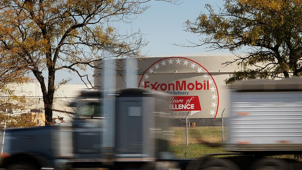 Власти США оштрафовали ExxonMobil за сделки с Сечиным