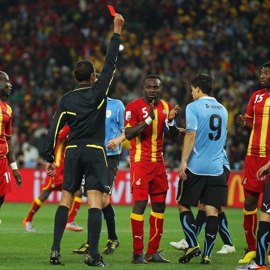Tarjeta roja a Suárez en Sudáfrica 2010
