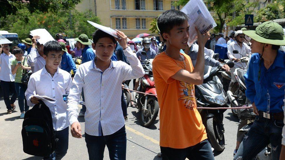 Việt Nam: Học càng cao, càng thất nghiệp?