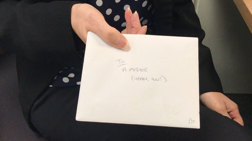 Woman leaves letters of support for other new mothers