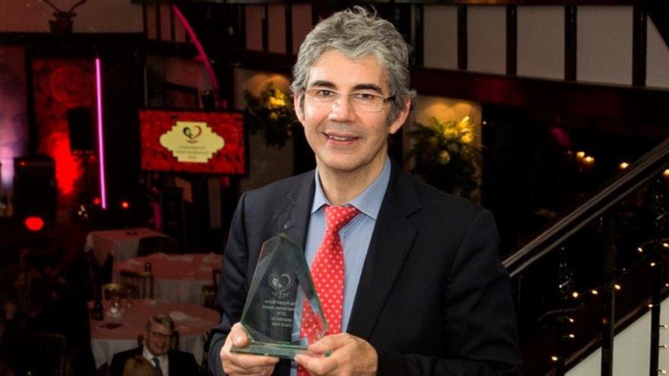 War zone doctor wins humanitarian award