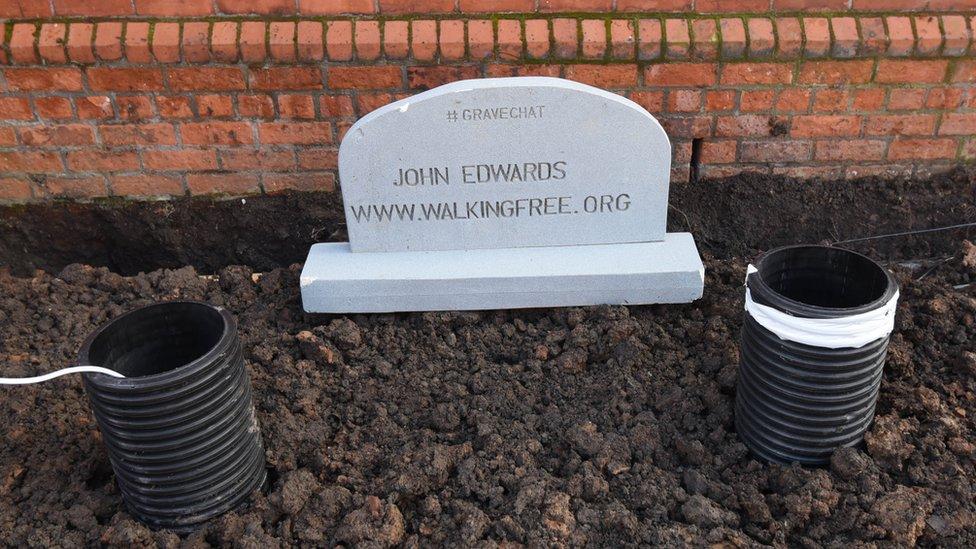 Lápida de John Edwards