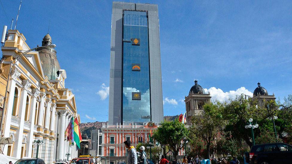 """Cómo es la imponente y polémica """"Casa Grande del Pueblo"""", la nueva sede del gobierno de Bolivia construida por Evo Morales - BBC News Mundo"""