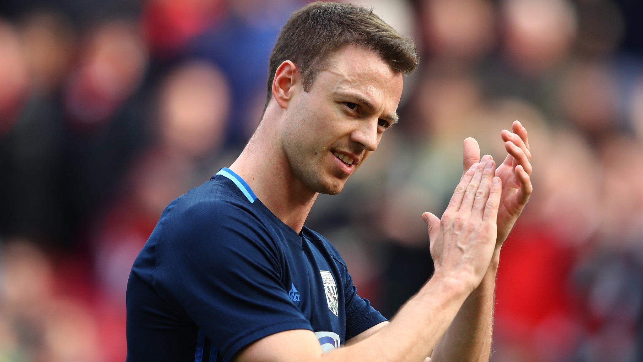 Gossip: Man United consider bringing back Evans