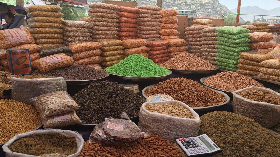 میوه خشک و کلوچه؛ آذین همیشگی سفره عید فطر کابل