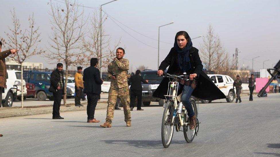 عکس: مسابقه دوچرخه سواری برای مبارزه با آلودگی هوا در کابل