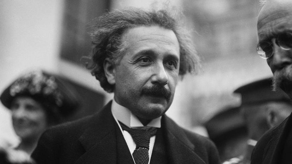 """El nobel Serge Haroche: Einstein se equivocó, """"Dios efectivamente está juga ..."""