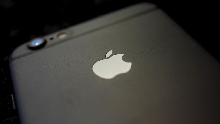 Apple tackles iPhone one-tap spyware flaws