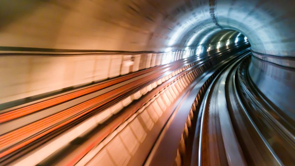 Túnel de una línea ferroviária en Japón