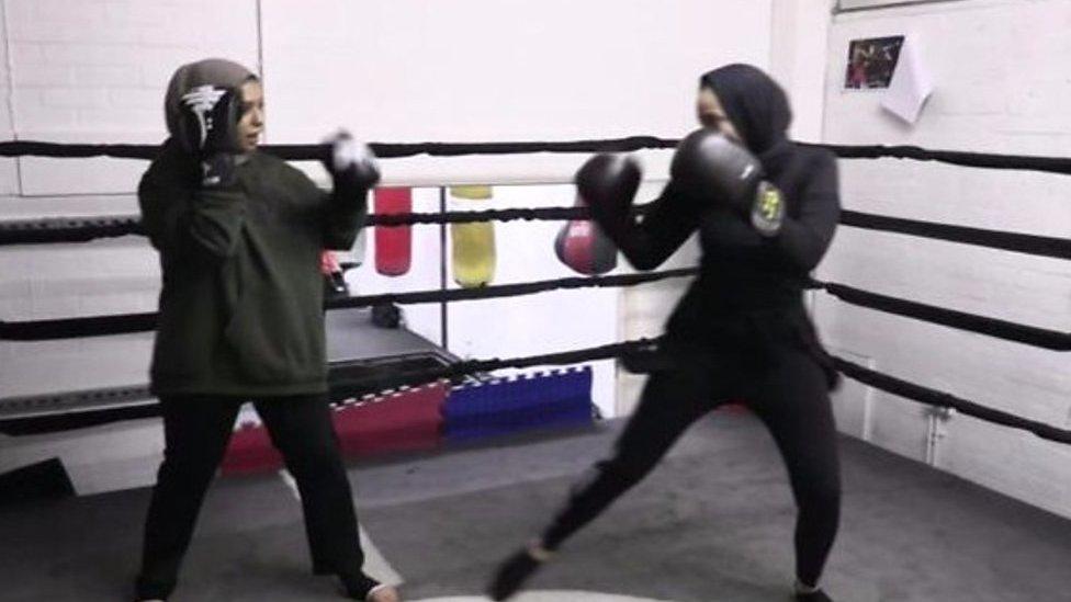 मुक्केबाज़ औरतें