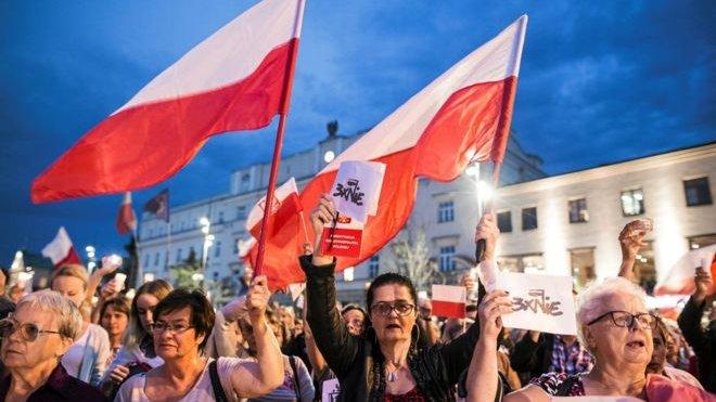 Tổng thống Ba Lan phủ quyết luật về Toà Tối cao