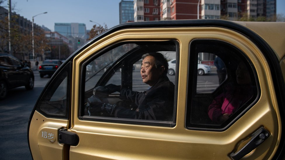 China powers up electric car market