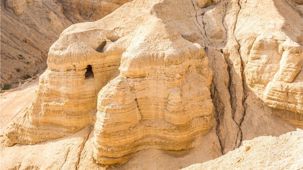 Cueva en Qumran donde fueron hallados los primeros rollos