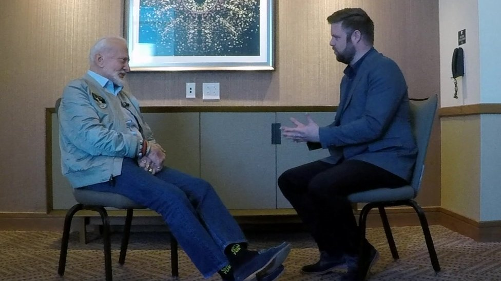 Buzz Aldrin habló con Dave Lee, el corresponsal de tecnología de la BBC en Estados Unidos.