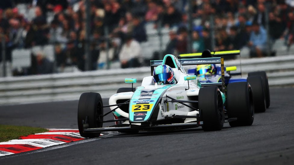 Billy Monger a bordo de su auto de Fórmula 4.