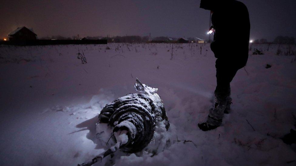 عمال الإنقاذ يواصلون البحث في حقول من الثلوج
