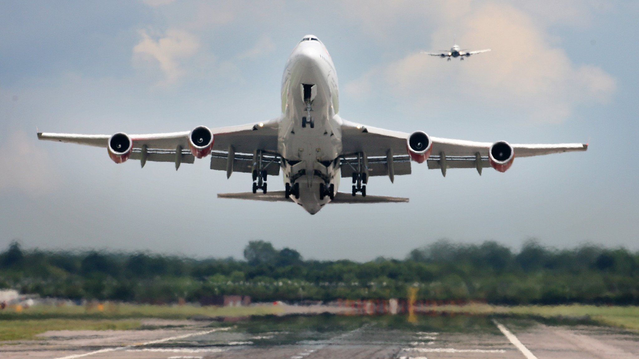 Airport expansion decision needed 'urgently' - MPs