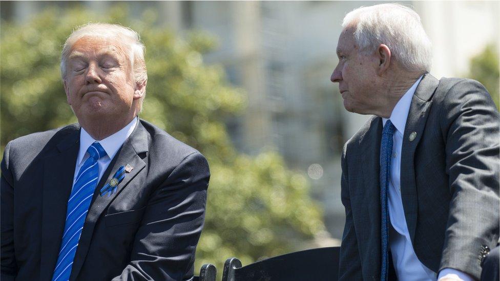 Trump junto a Sessions